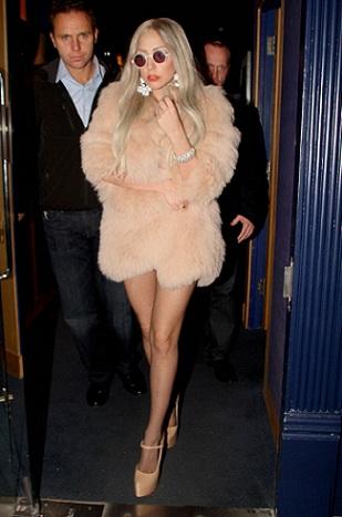 Lady Gaga con pelliccia Michael Kors
