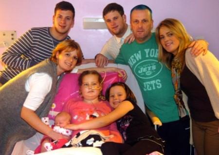 Mamma inglese anticipa il parto per far conoscere alla figlia malata terminale la sorellina