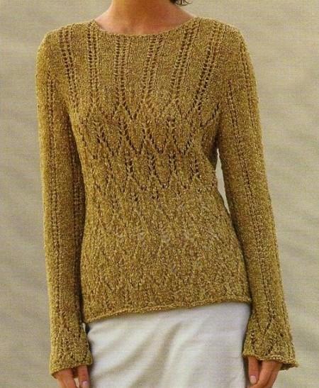Lavori a maglia per creare un pullover con righe traforate
