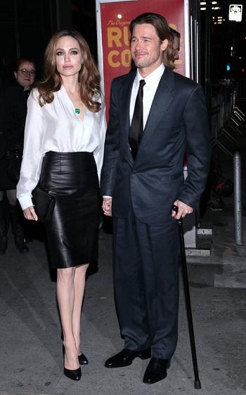 Angelina Jolie con un total look Ferragamo sostiene il suo Brad un po' acciaccato