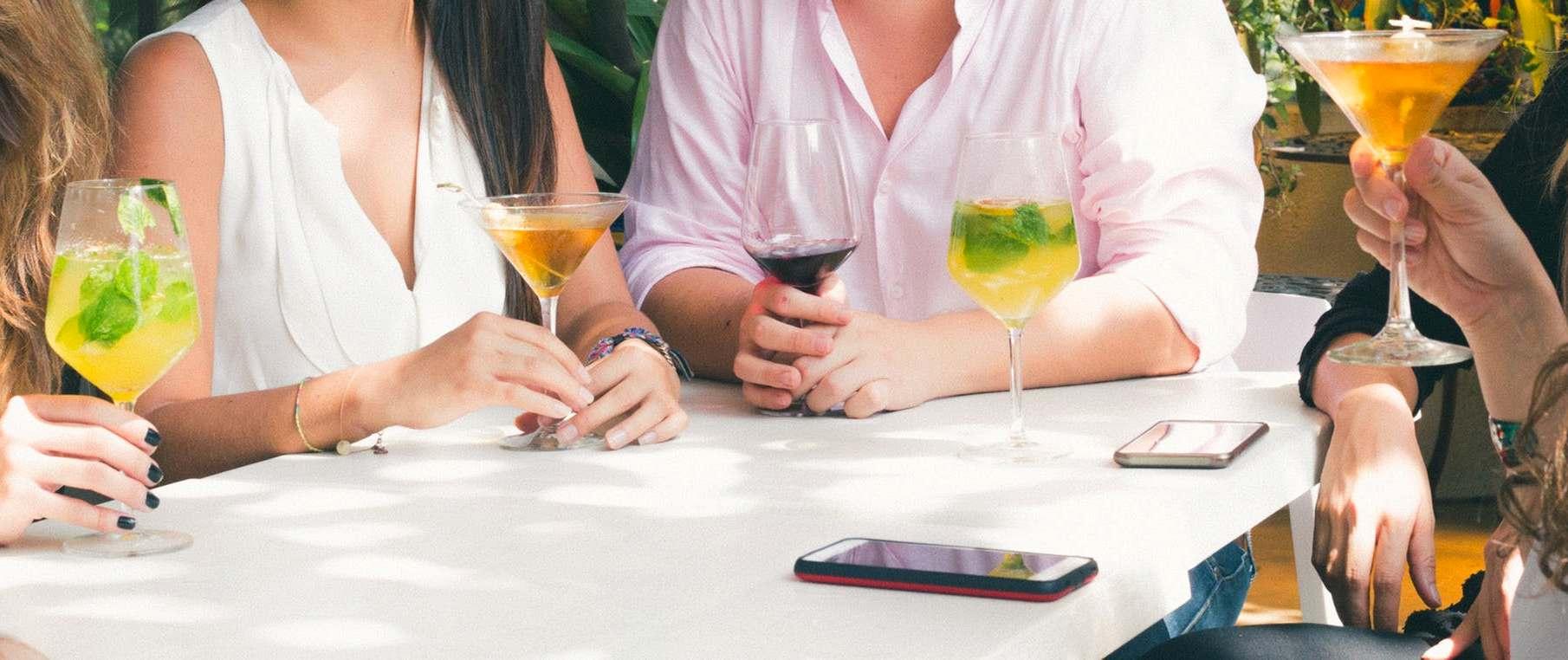 aperitivo, attenzione alle calorie degli alcolici