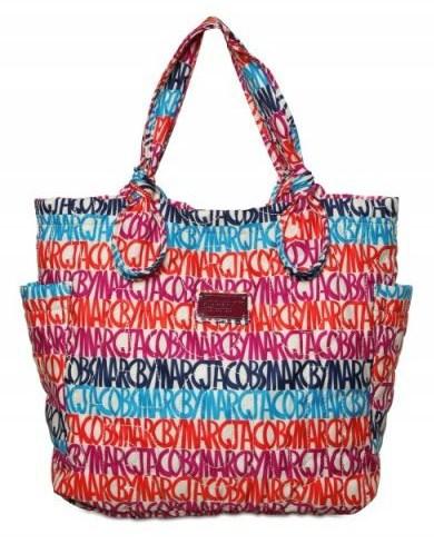 Dalla collezione di borse Marc By Marc Jacobs, la nuova shopping bag con stampa multicolor