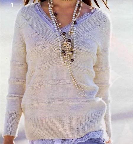 Lavori a maglia: crea un pull con righe traforate e scollo a V