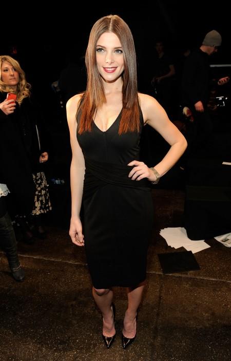 Ashley Greene elegantissima in total black firmato Donna Karan
