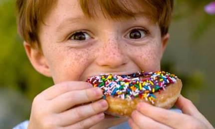 Attenzione al junk food: seduce e contribuisce al diffondersi dell'obesità