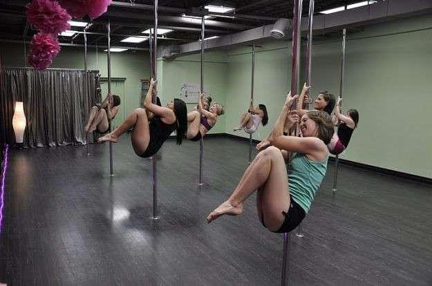 Pole Dance: tutte pazze per il fitness della seduzione [FOTO]