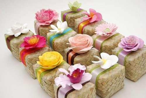 Bomboniera originale per il matrimonio con fiori colorati