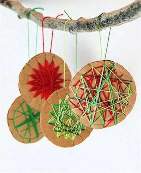 Lavoretti con carta e fili colorati