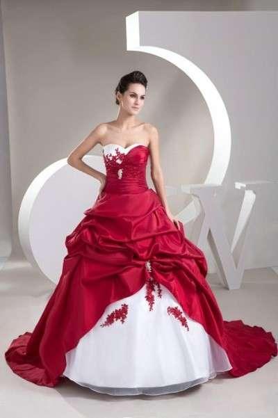Abiti da sposa economici rossi: idee low cost per stupire [FOTO]