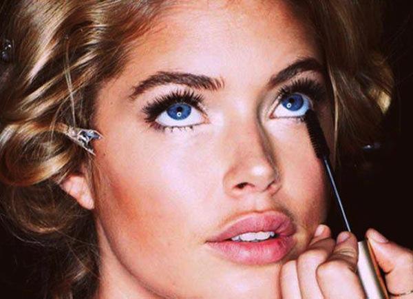 Come applicare il mascara: 10 segreti per uno sguardo perfetto