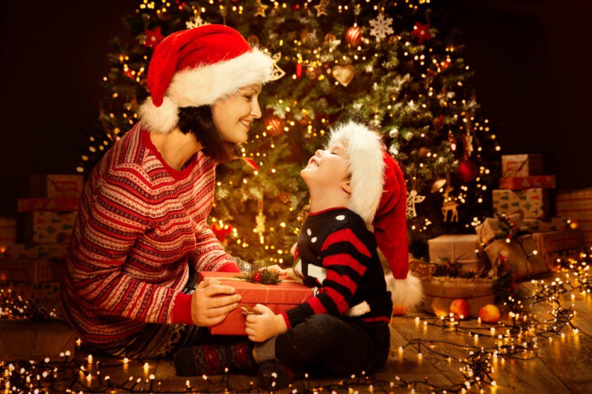 Discorsi Di Auguri Per Natale.Frasi Di Auguri Di Buon Natale Per Mamma E Papa Pourfemme