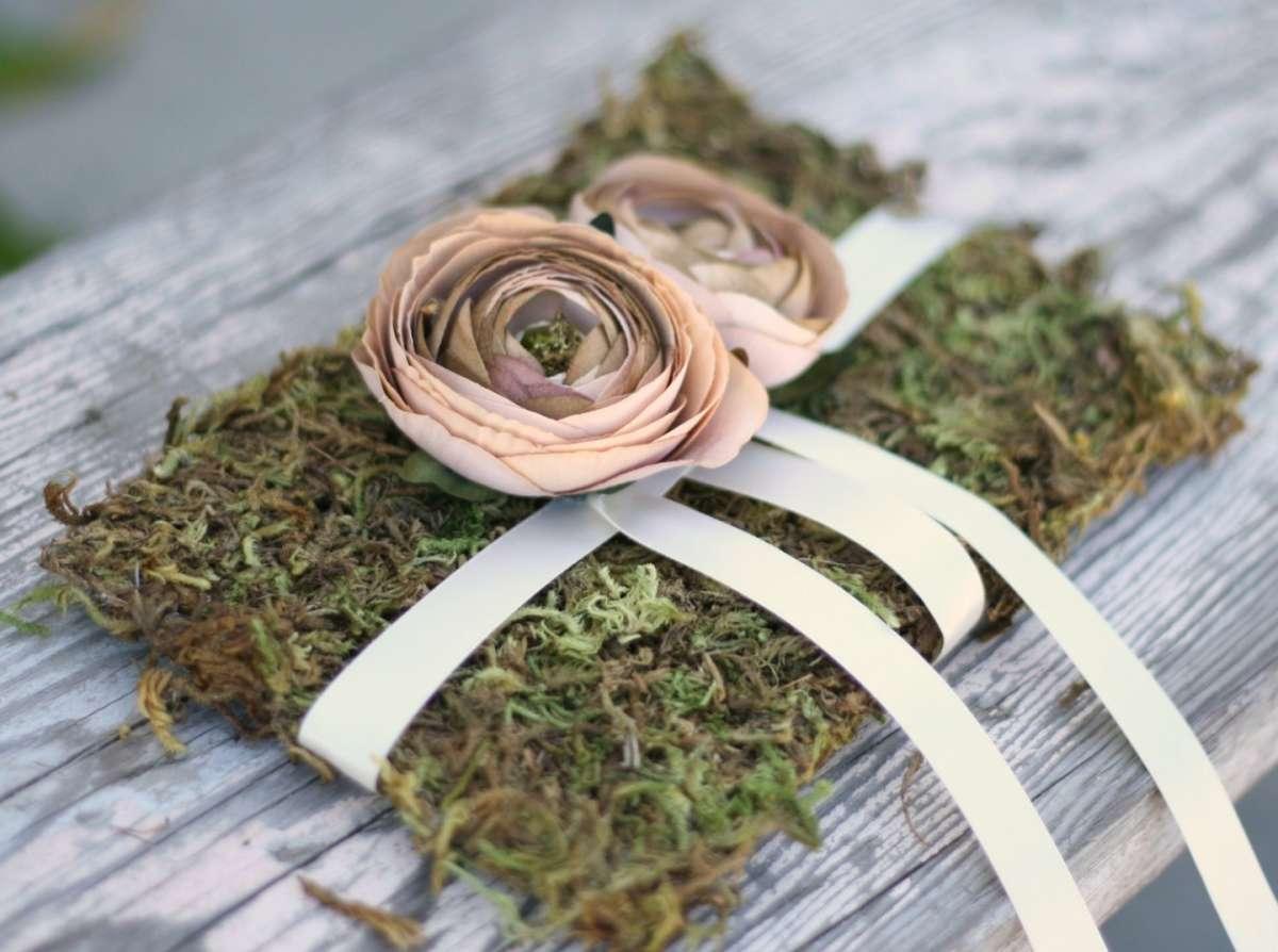 Portafedi con i fiori: idee originali per il tuo matrimonio [FOTO]