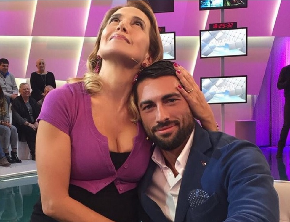 Barbara D'Urso flirta con Giovanni Angiolini medico del Grande Fratello 14