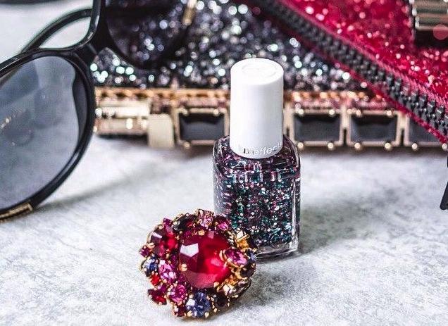 come rimuovere lo smalto glitter cover