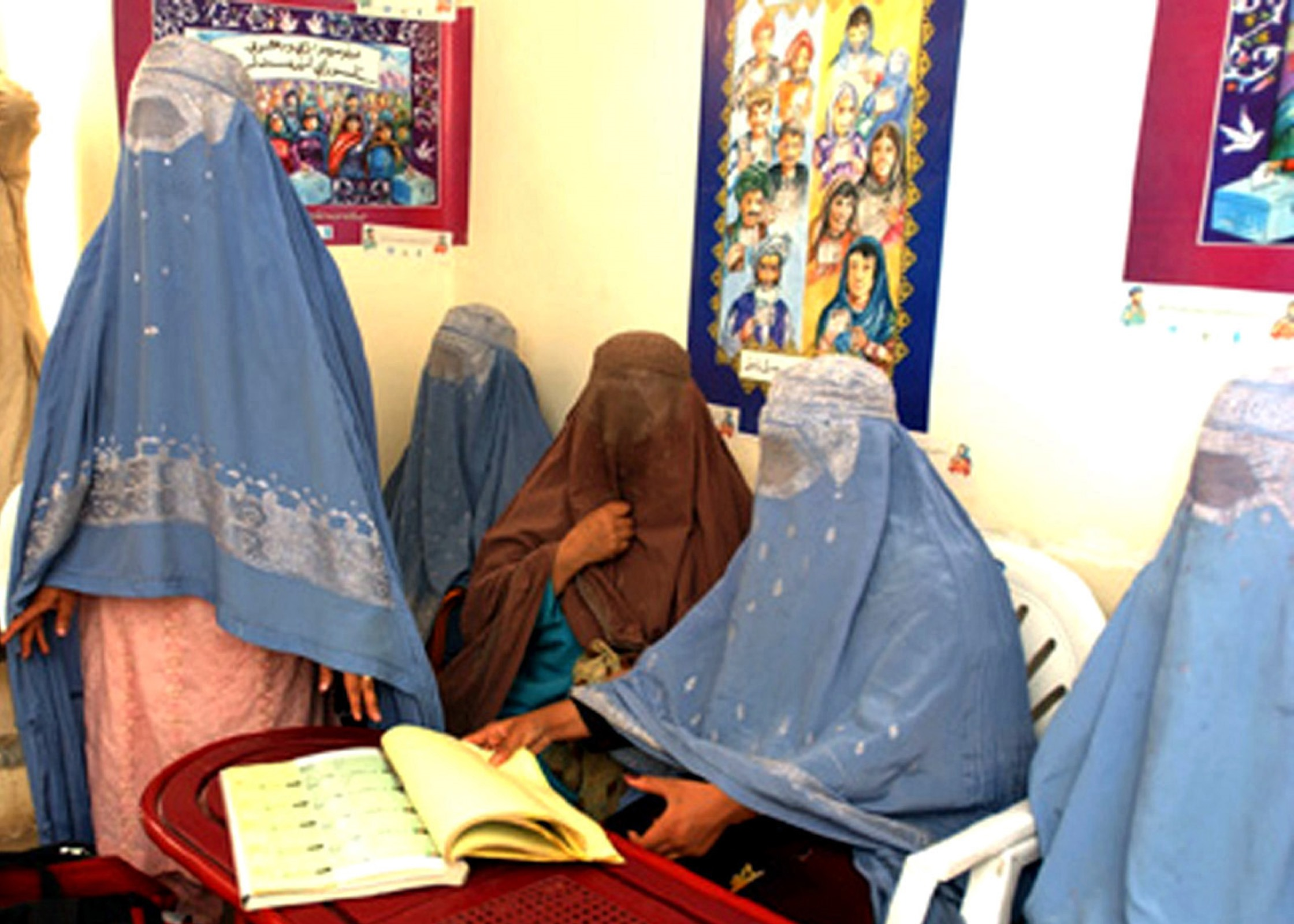 Isis, le donne musulmane con abiti che coprono tutto il corpo