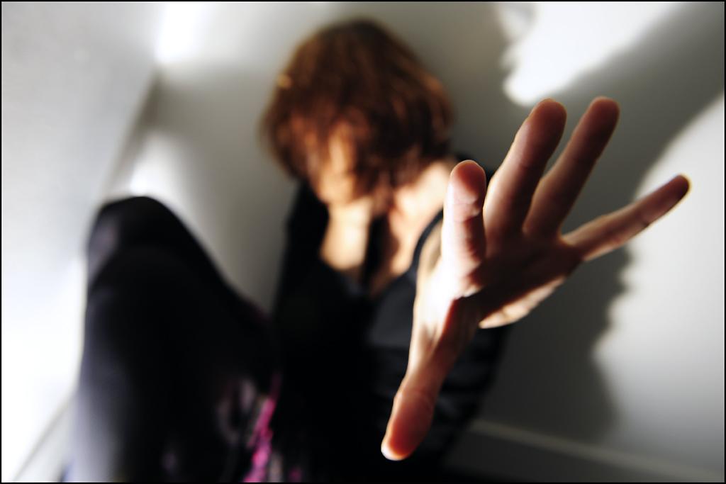Spagna giudice a una vittima di stupro hai provato a chiudere le gambe news foto