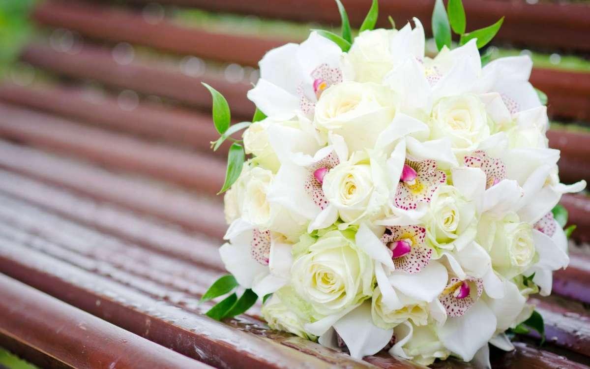 Bouquet bianco con peonie