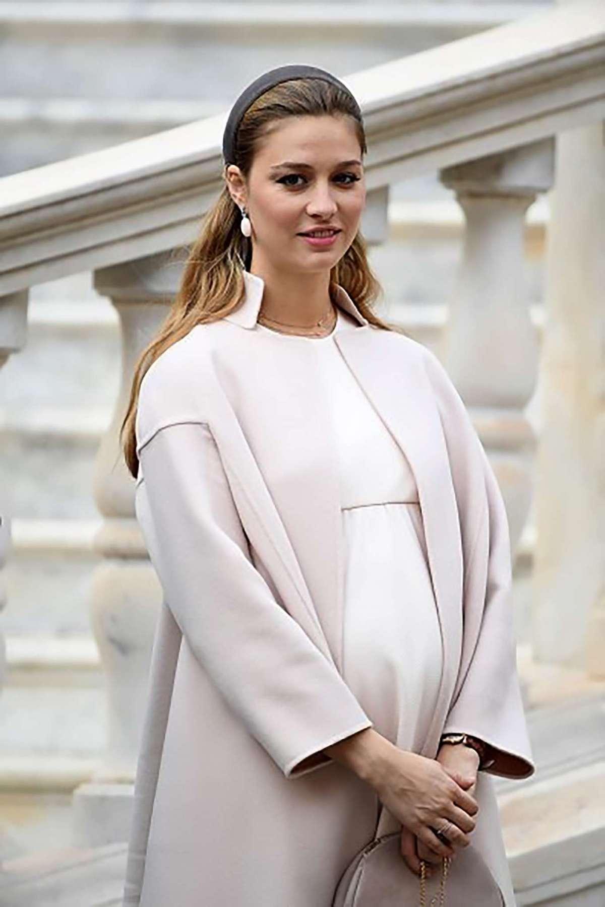 Beatrice Borromeo incinta: il parto è vicino, le foto del pancione