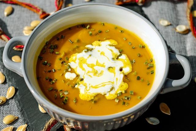 Zuppa zucca, feta e zenzero: la ricetta light e sfiziosa