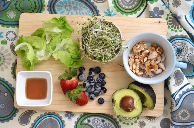I migliori cibi dimagranti in primavera: i super food da inserire nella dieta