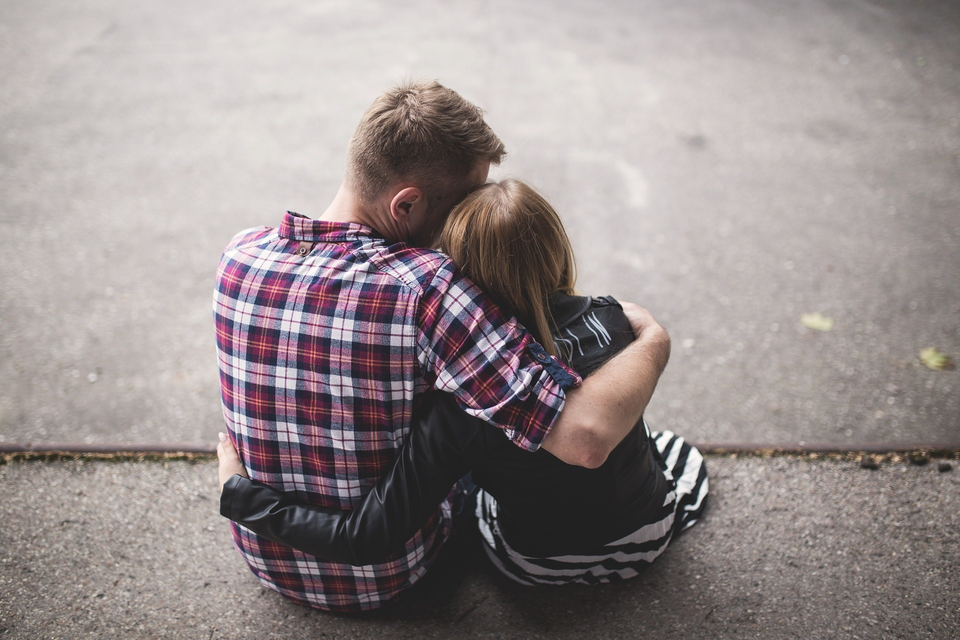 Come conoscere un ragazzo: consigli per farsi notare