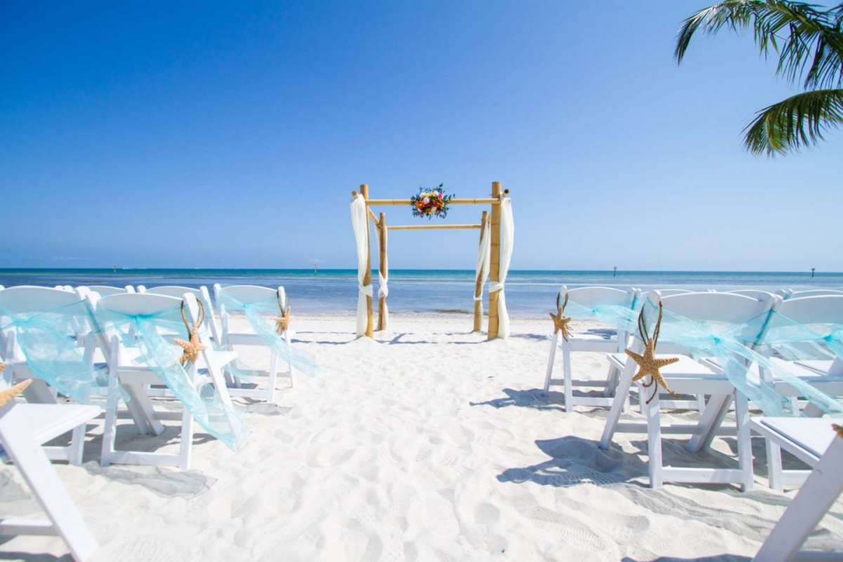 Le decorazioni per un matrimonio in spiaggia