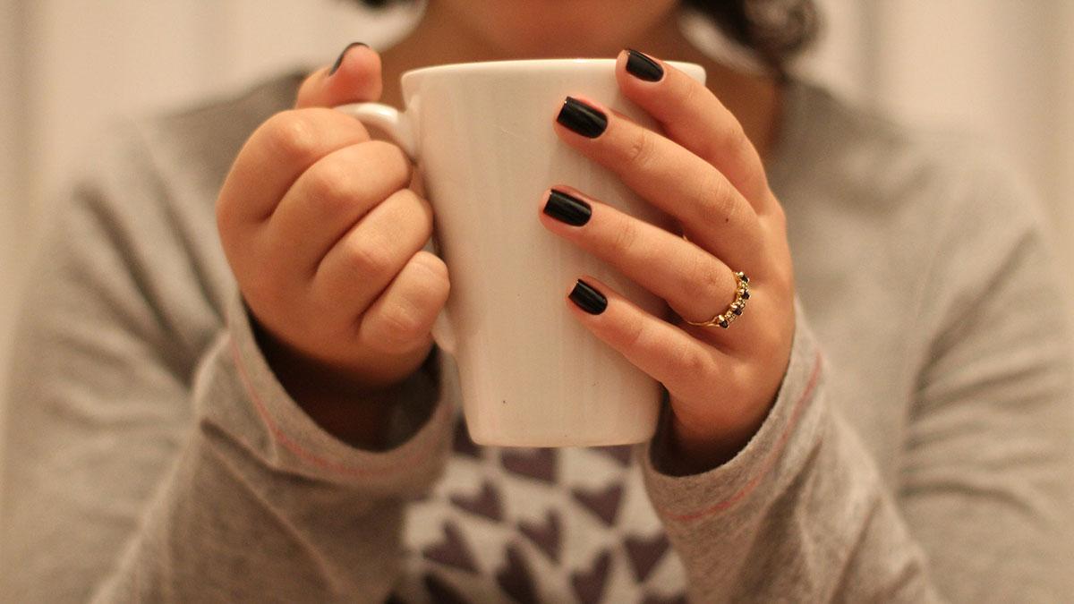 Unghie corte, 5 consigli sui colori e manicure
