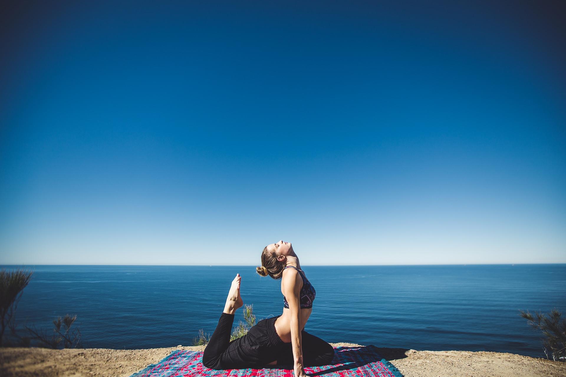 Vinyasa flow yoga, cos'è? Benefici della disciplina per dimagrire