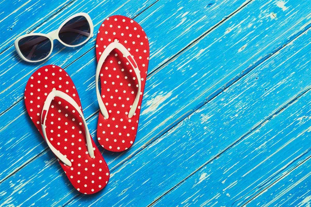 ciabatte mare rosse pois occhiali da sole