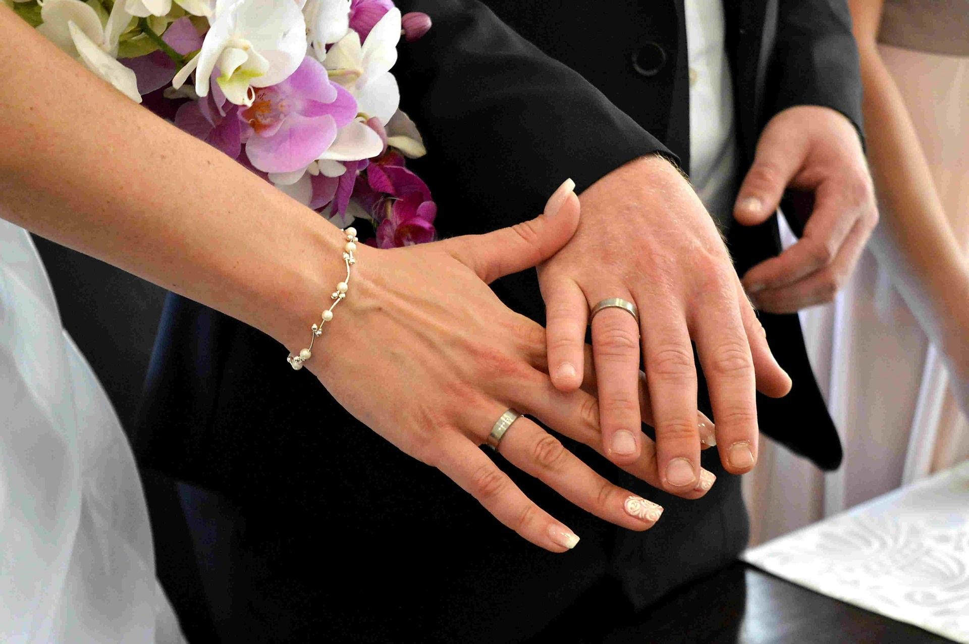 Matrimonio o convivenza? Cosa scegliere, cosa cambia, pro e contro