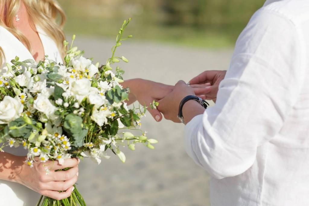 Matrimonio simbolico: cos'è, come funziona, i riti e i testi più belli da leggere