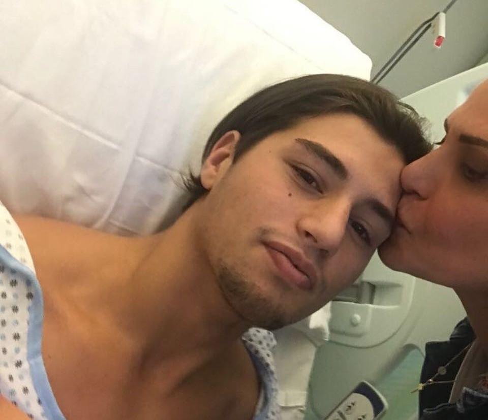 Niccolò Bettarini in ospedale, Simona Ventura al suo fianco