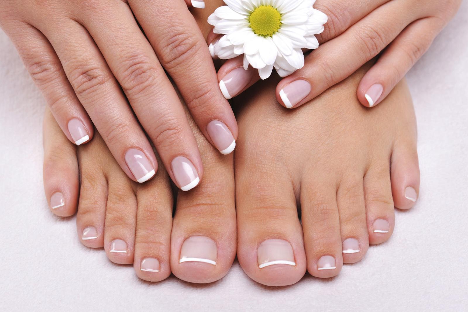 Ricostruzione delle unghie dei piedi: cosa devi sapere e quali prodotti usare