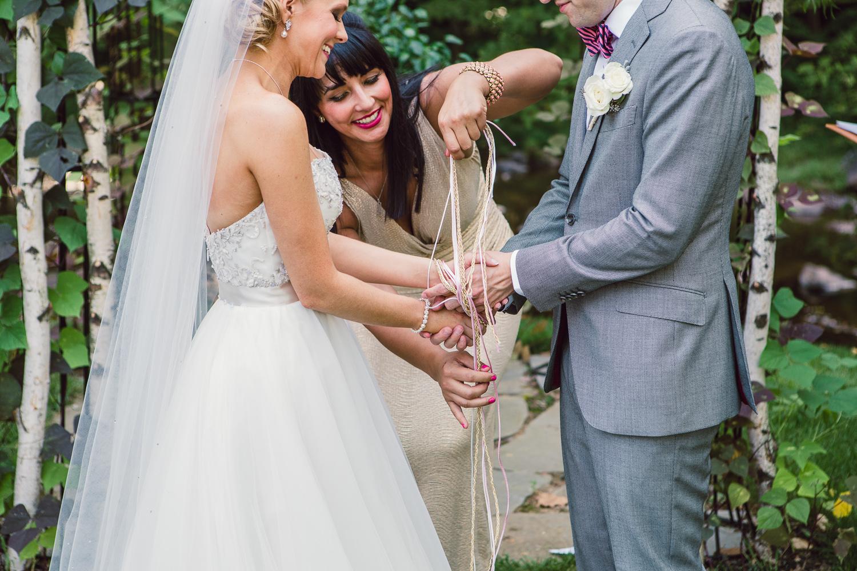 Rito dei nastri per il matrimonio: cos'è, cosa significa e letture