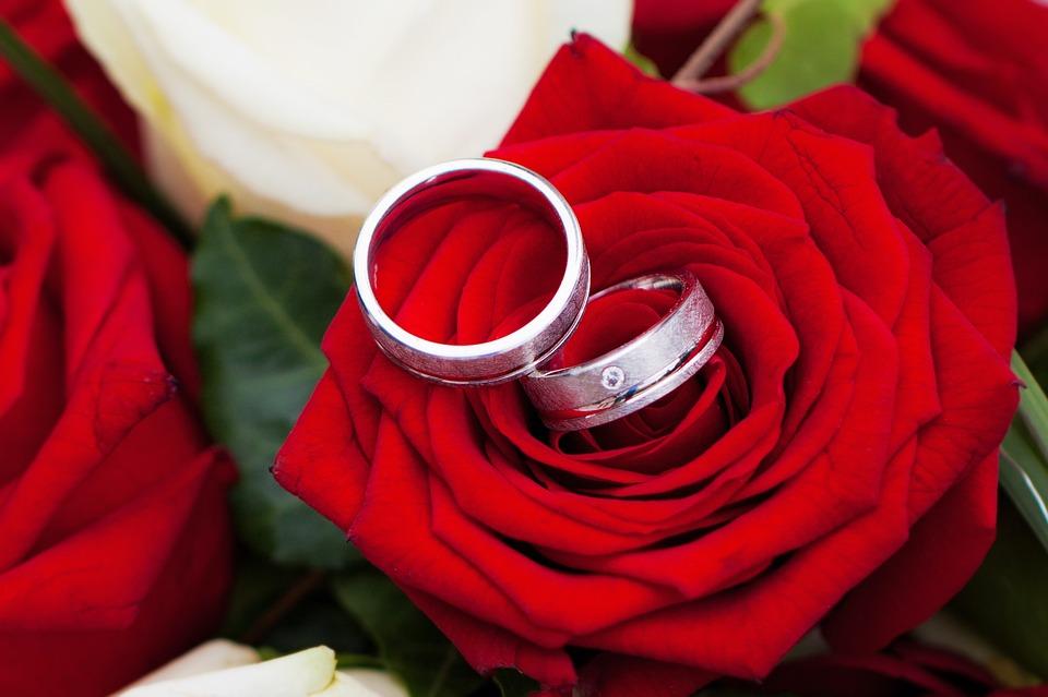 Rito della rosa per il matrimonio: cos'è, significato e testo da leggere