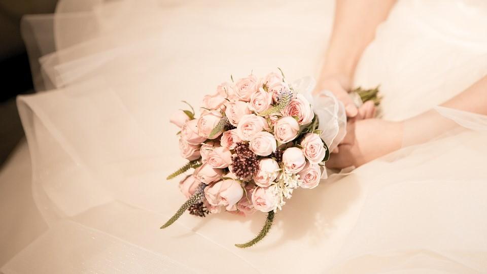 Portogallo, sposa muore durante il lancio del bouquet