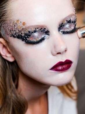 Trucco occhi Carnevale: prodotti e consigli per un make up sorprendente