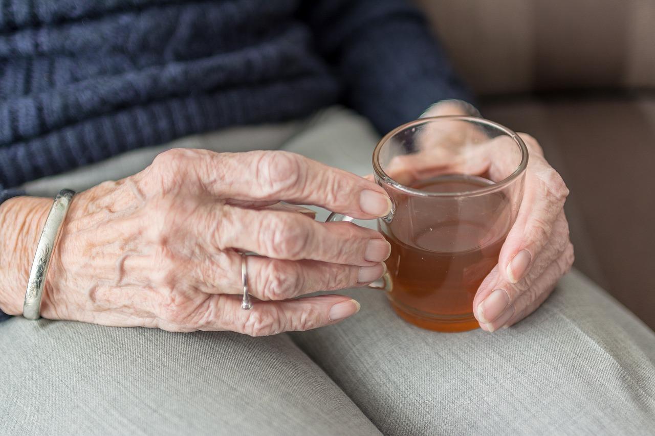 anziana sviene povertà
