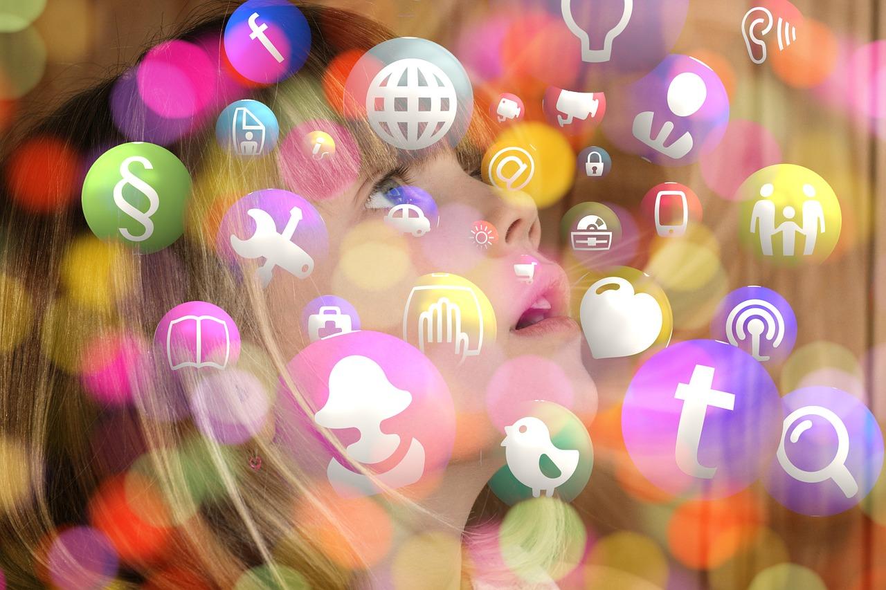 Furti di identità sul web, tra dieci anni numeri da record a favorirli le foto dei figli pubblicate ora