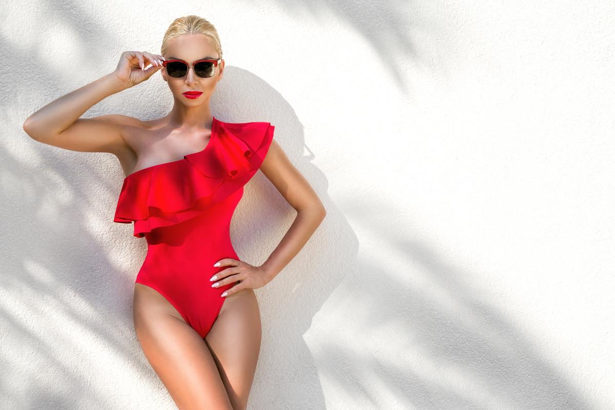 Costumi da bagno con volant e ruches, la tendenza fashion per l'estate