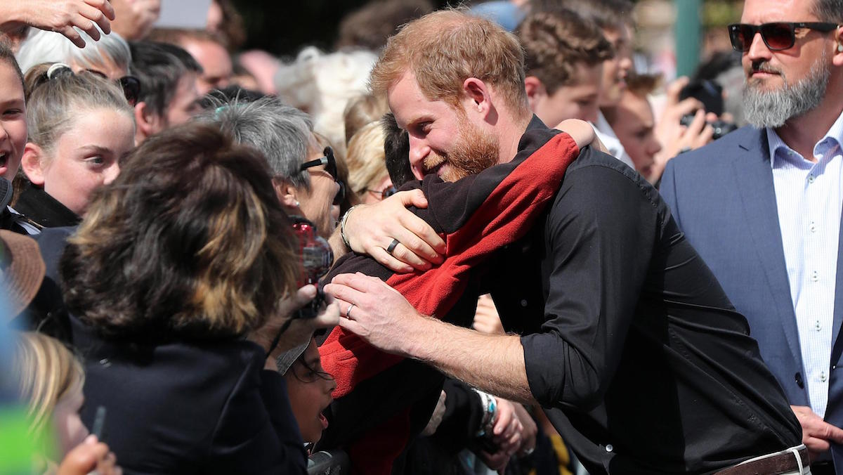 Il principe Harry commuove tutti, il toccante discorso al bambino orfano