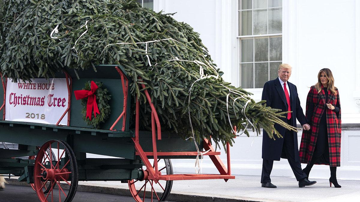 Melania Trump presenta le decorazioni di Natale alla Casa Bianca
