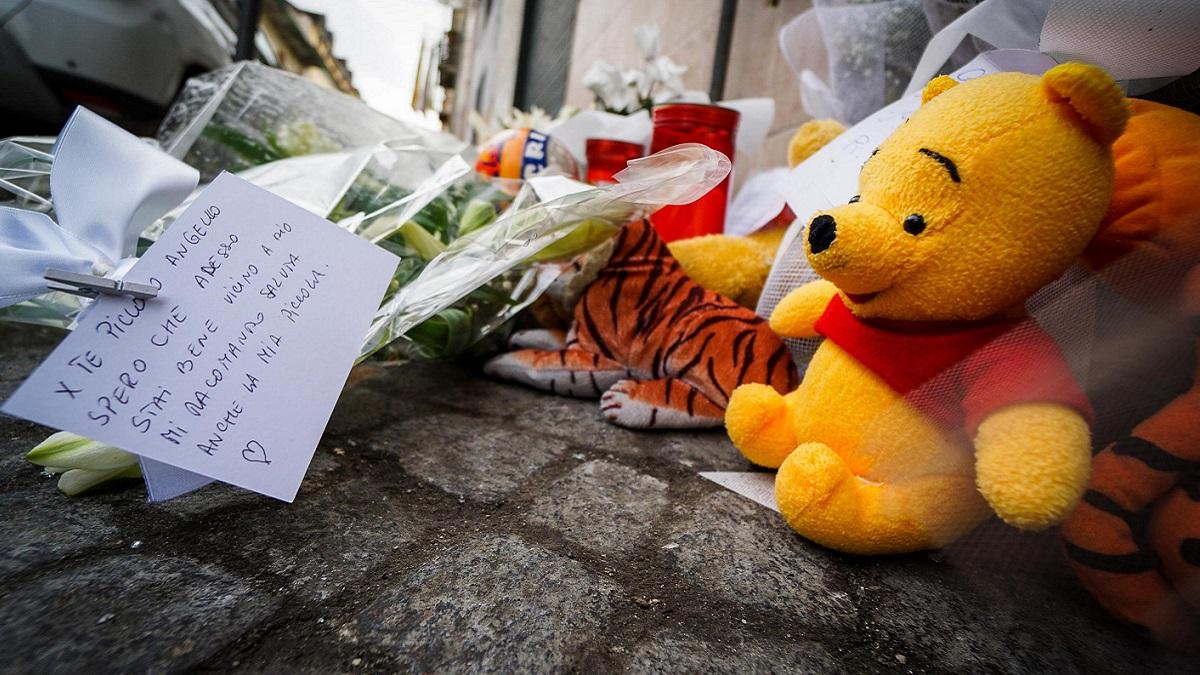 Bambino ucciso a Cardito, in 3mila alla fiaccolata. La sorella di Tony: 'Scusaci'