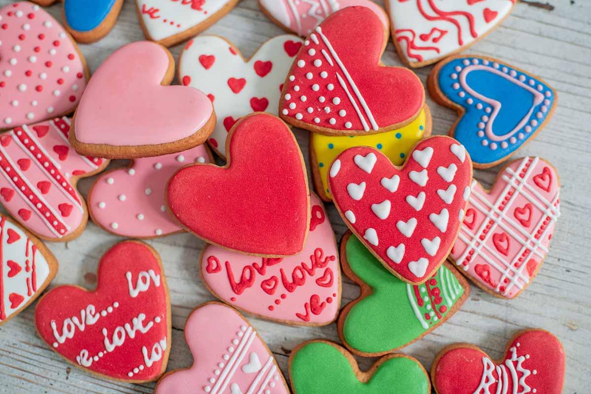 Biscotti colorati da preparare per la festa di San Valentino