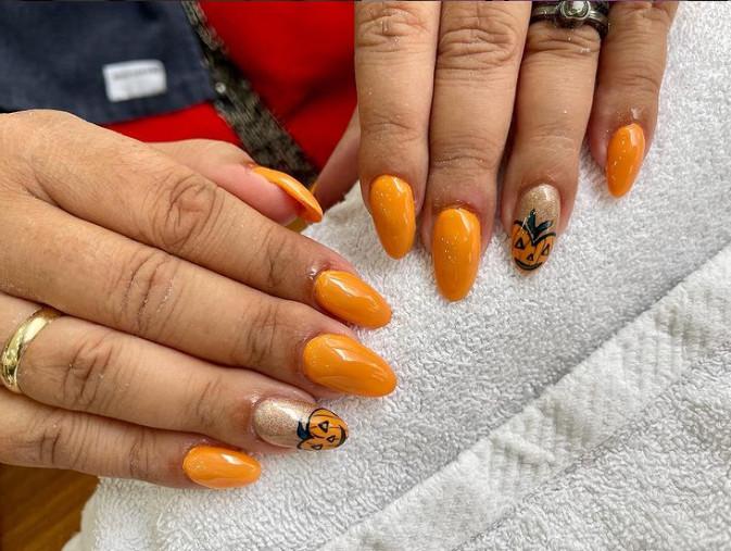 unghie arancioni