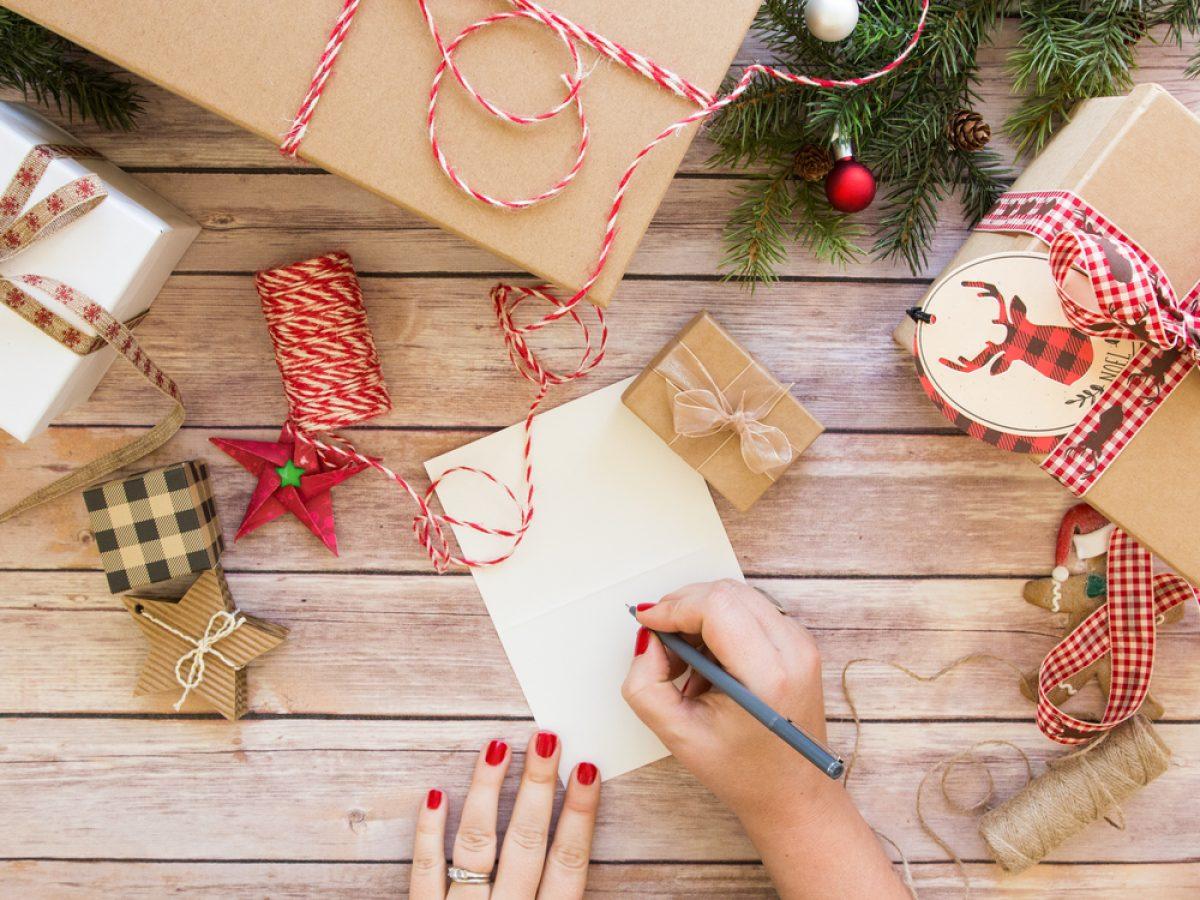 Per Fare Gli Auguri Di Natale.Auguri Di Natale Le Migliori Dediche Di Buon Natale Pourfemme