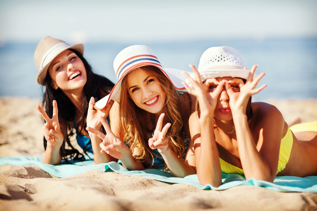 Tre ragazze al mare