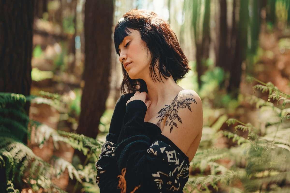 Tatuaggio sulla spalla: le 10 idee più originali