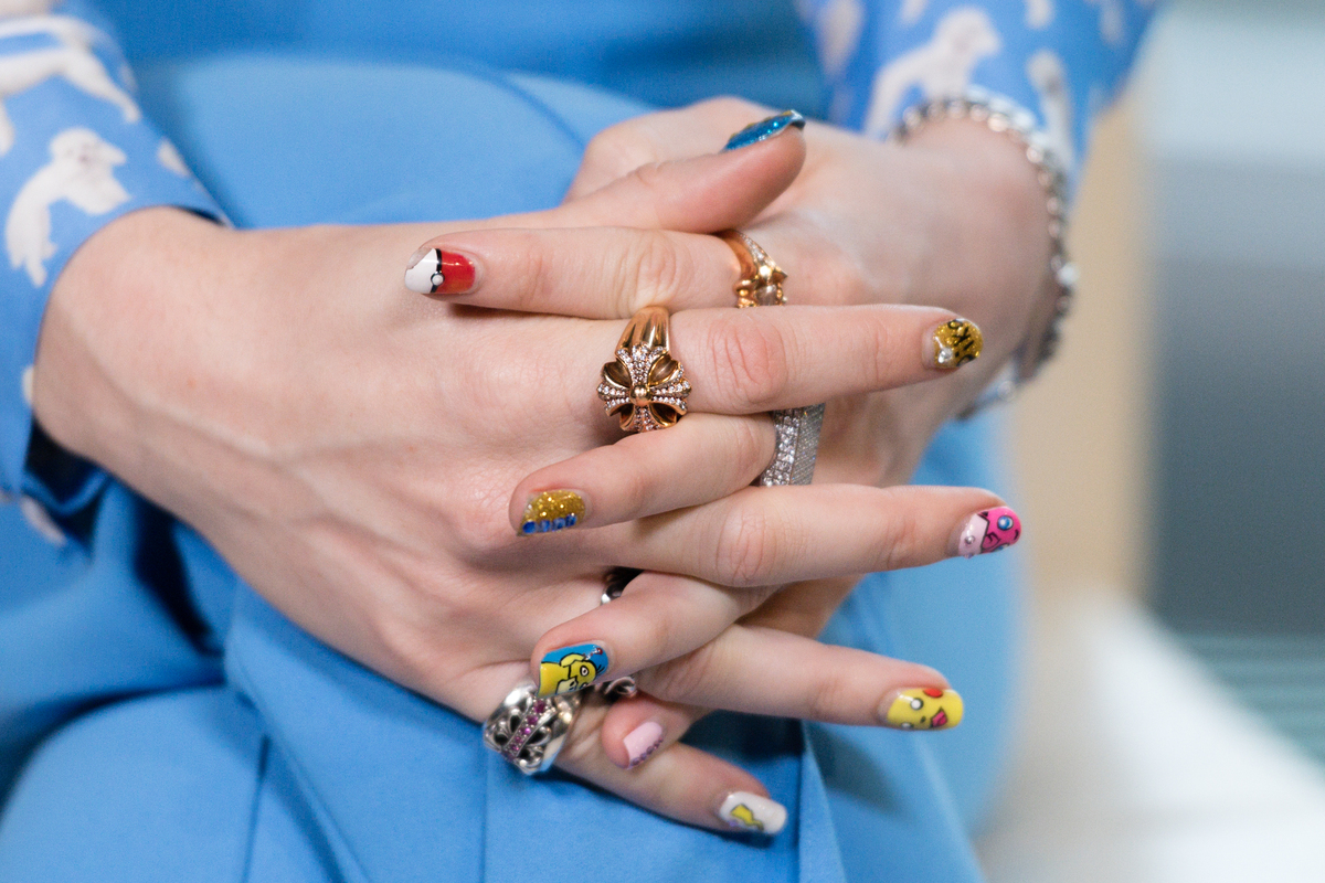 """Manicure """"everything at once"""", il trend unghie del 2020"""
