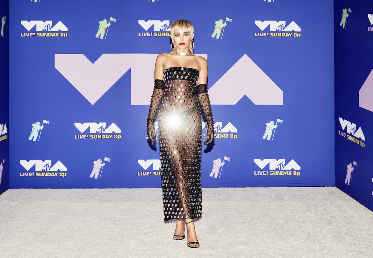 Strani incontri: Miley Cyrus e Post Malone hanno visto gli Ufo